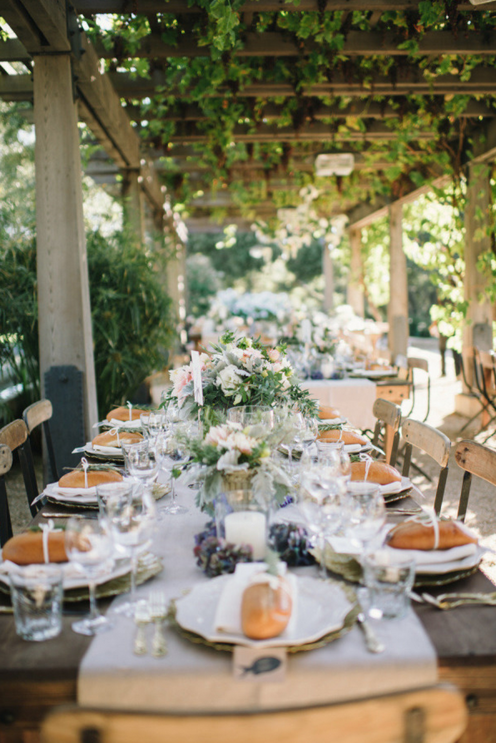 7. Carmel Valley Wedding from Delbarr Moradi + Simone Lennon on Style me Pretty: Gold chargers, natural Linens and whole loaves of bread as your place card setting? Don't mind if I do. #carbday