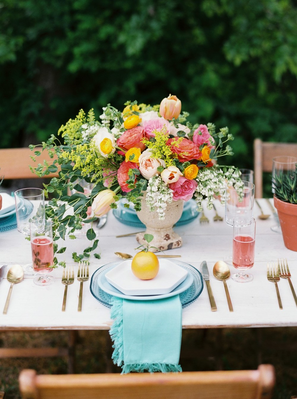 SUMMER TABLES: INSPIRATION FOR YOUR NEXT DINNER PARTY — Table + ...