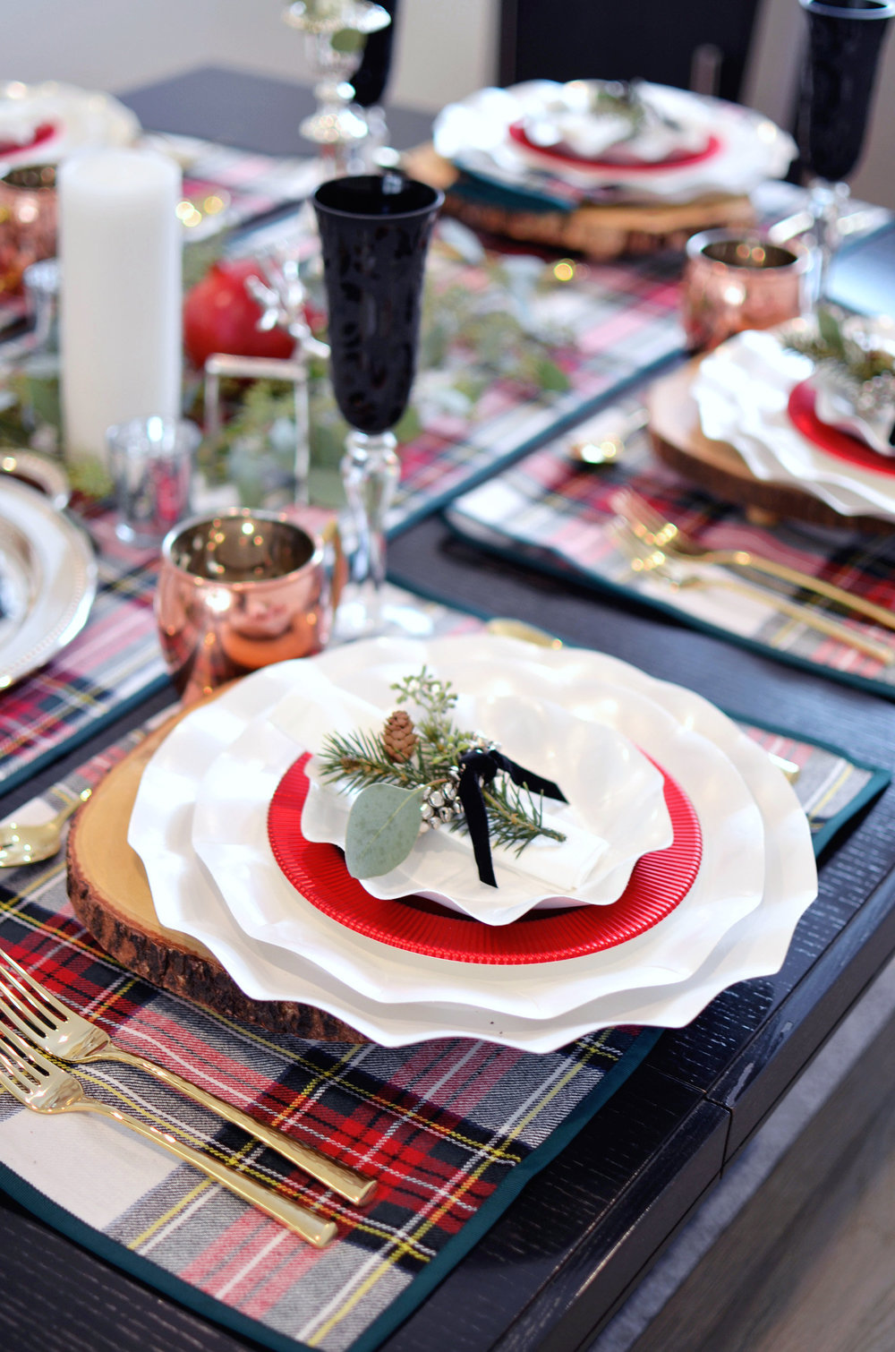 Holiday Plaid Table 0163