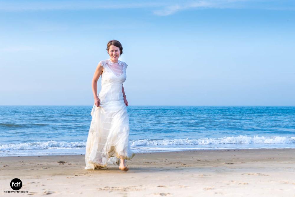 Braut-Meer-Hochzeit-Brautkleid-Shooting-Cadzand-13 105.jpg