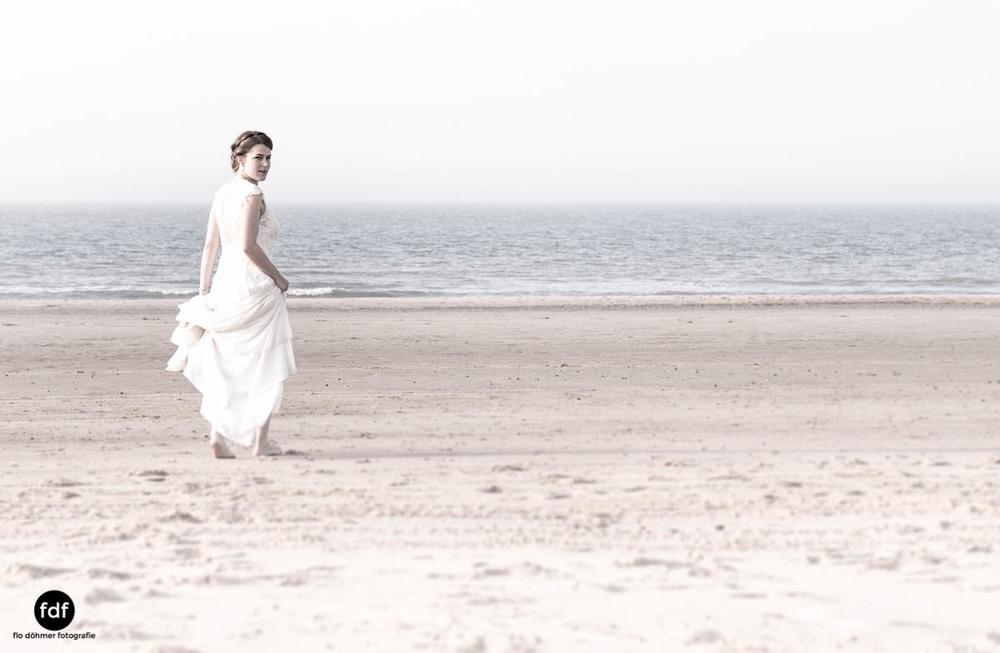 Braut-Meer-Hochzeit-Brautkleid-Shooting-Cadzand-150.jpg