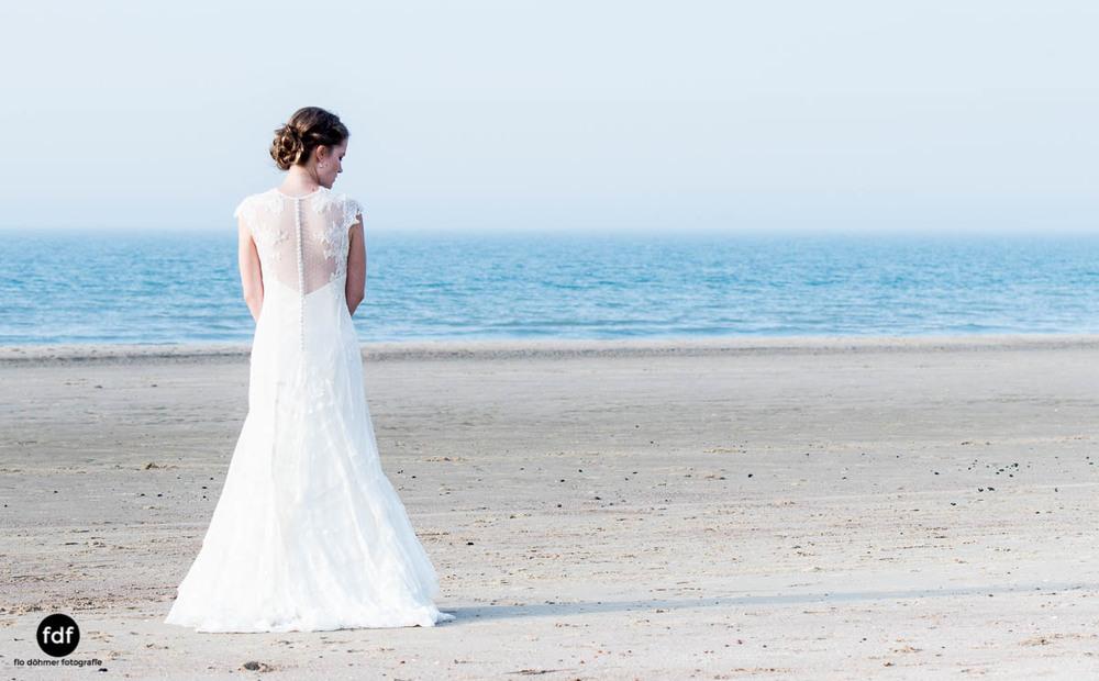 Braut-Meer-Hochzeit-Brautkleid-Shooting-Cadzand-151.jpg