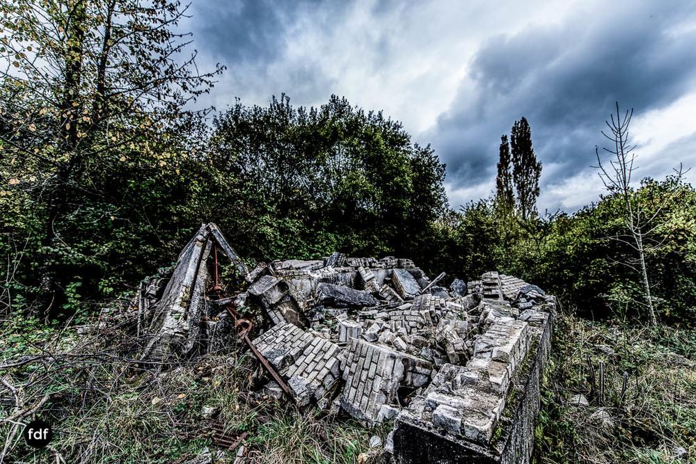 Banlieu-Saint-Jean-Kaserne-Lager-Maginotlinie-Ruine-Lost-Place-Urbex-106.jpg