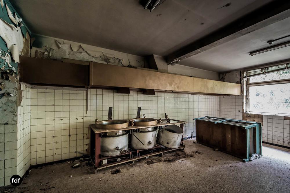 Chateau-Rouge-Lost-Place-Urbex-Anwesen-Villa-Hotel-Belgien-102.jpg