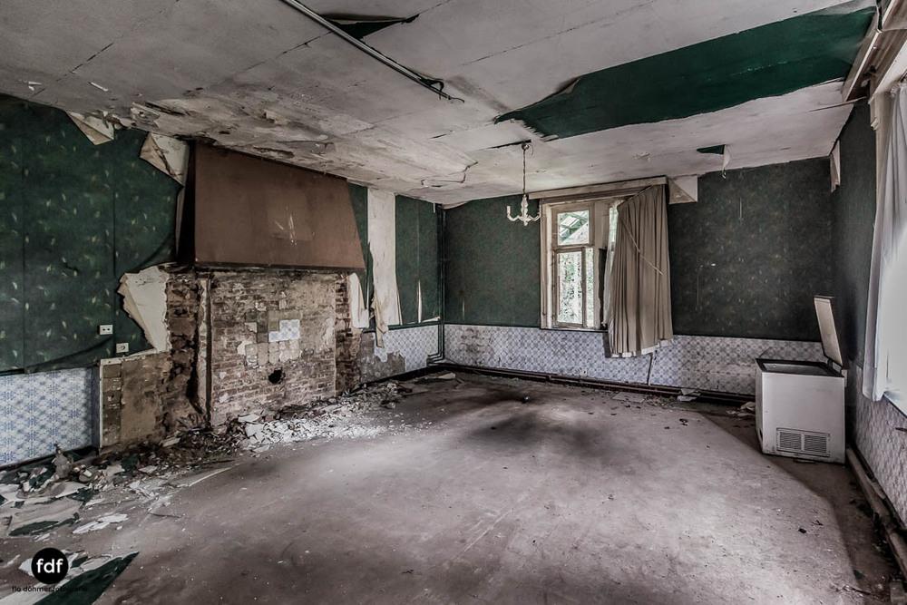 Chateau-Rouge-Lost-Place-Urbex-Anwesen-Villa-Hotel-Belgien-103.jpg