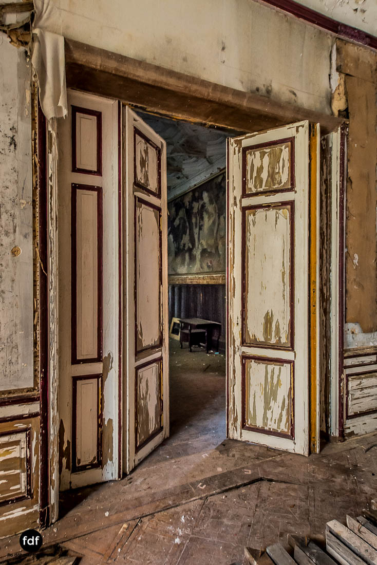Chateau-Rouge-Lost-Place-Urbex-Anwesen-Villa-Hotel-Belgien-109.jpg