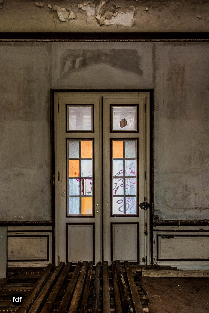 Chateau-Rouge-Lost-Place-Urbex-Anwesen-Villa-Hotel-Belgien-110.jpg