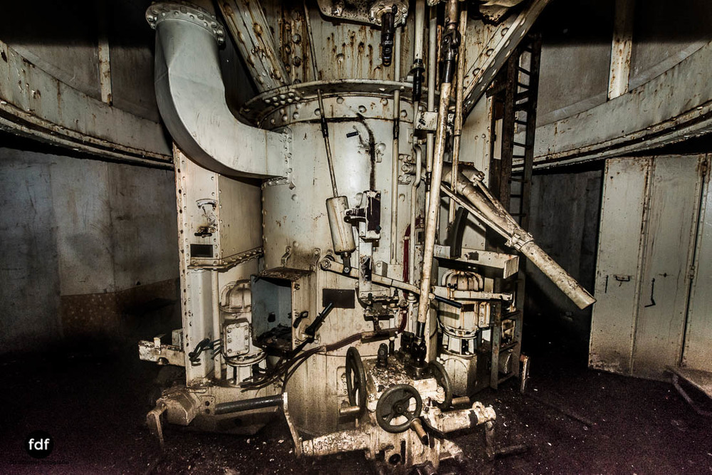 Brehain-Maginot-Linie-Bunker-Dark-Place-Unterirdisch-Armee-Frankreich-Weltkrieg-127.jpg