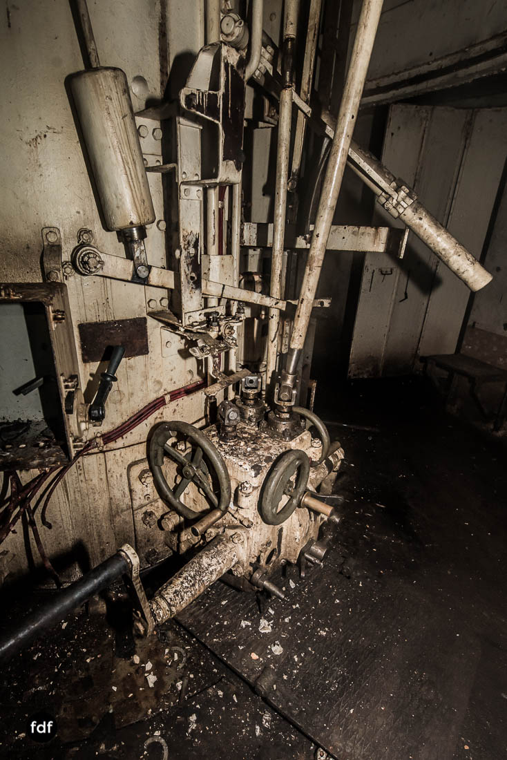 Brehain-Maginot-Linie-Bunker-Dark-Place-Unterirdisch-Armee-Frankreich-Weltkrieg-128.jpg