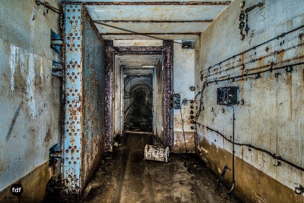 Latiremont-Maginot-Linie-Bunker-Dark-Place-Unterirdisch-Armee-Frankreich-Weltkrieg-111.jpg