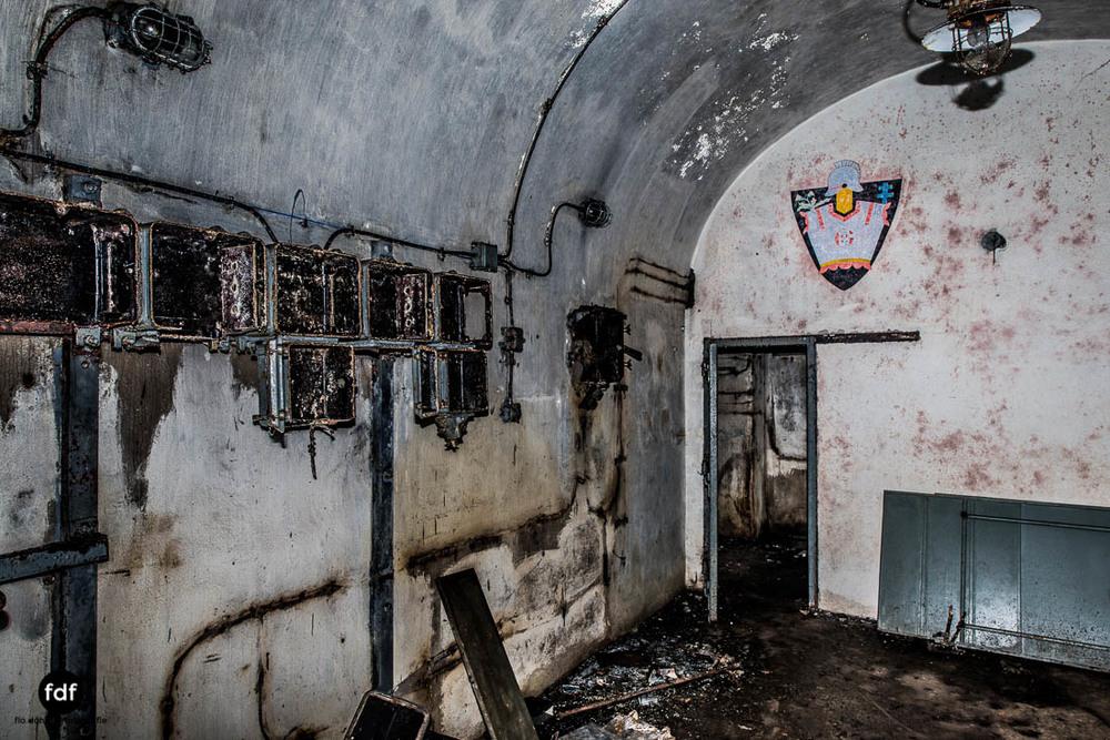 Latiremont-Maginot-Linie-Bunker-Dark-Place-Unterirdisch-Armee-Frankreich-Weltkrieg-123.jpg
