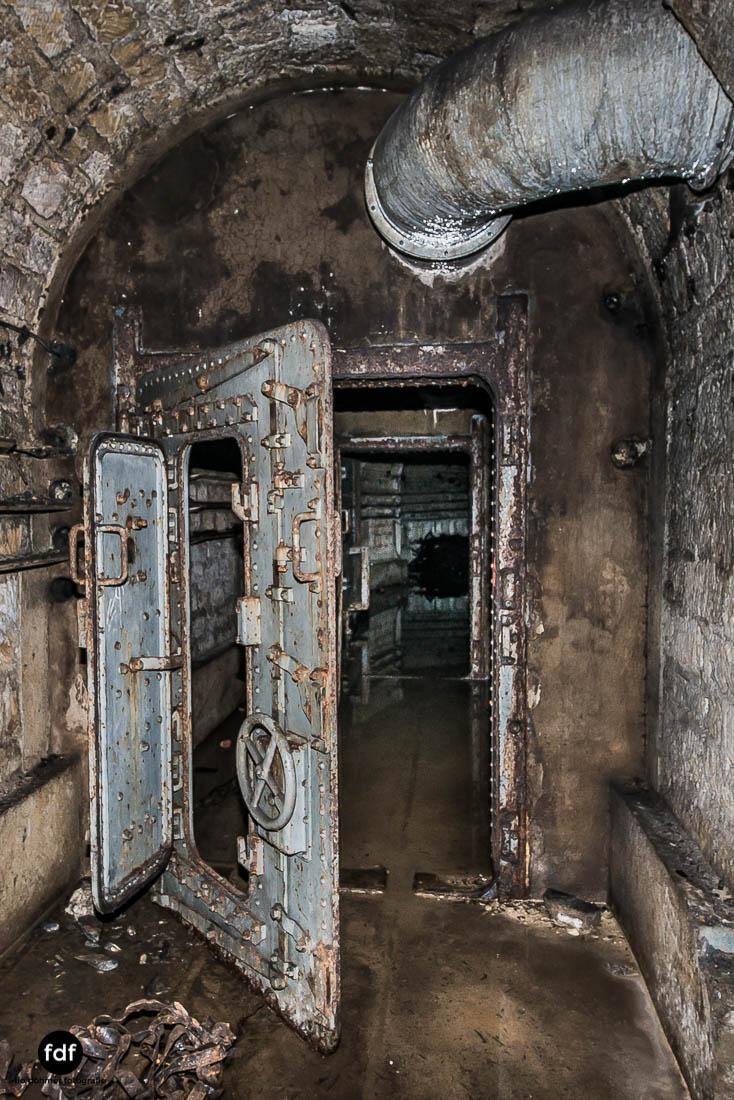 Latiremont-Maginot-Linie-Bunker-Dark-Place-Unterirdisch-Armee-Frankreich-Weltkrieg-136.jpg