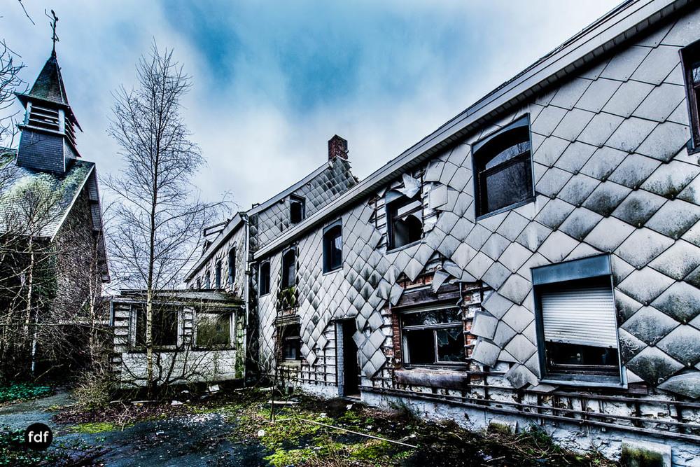 Agnus-Dei-Urbex-Lost-Place-Klinik-Altenheim-Verfall-Belgien-115.jpg