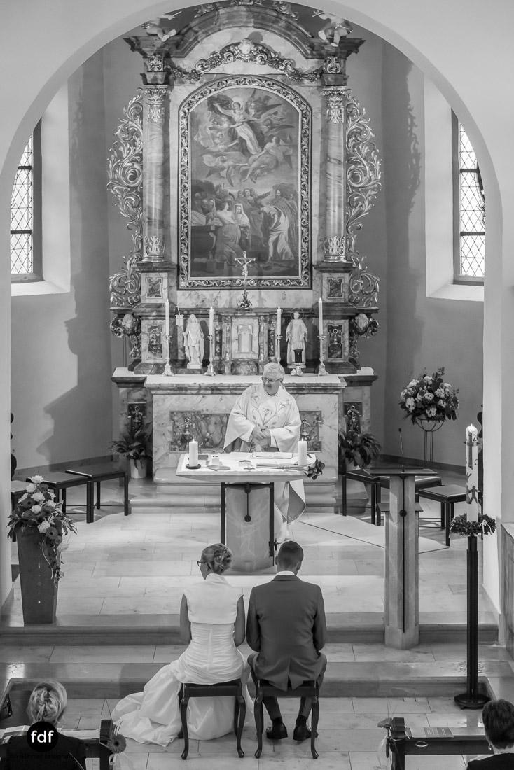 Hochzeit-im-Mai-Reportage-Kirche-517.jpg