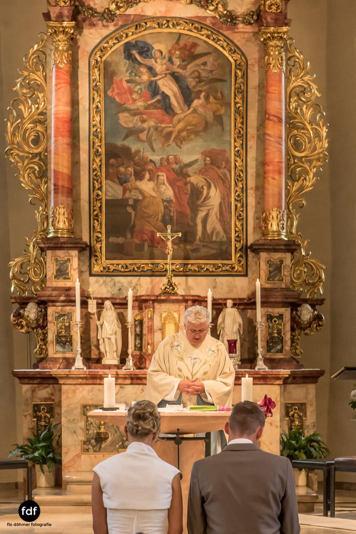 Hochzeit-im-Mai-Reportage-Kirche-523.jpg