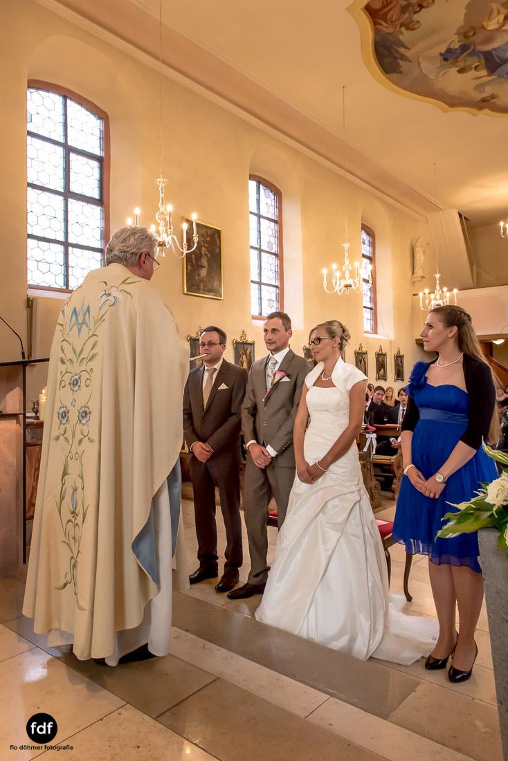 Hochzeit-im-Mai-Reportage-Kirche-585.jpg