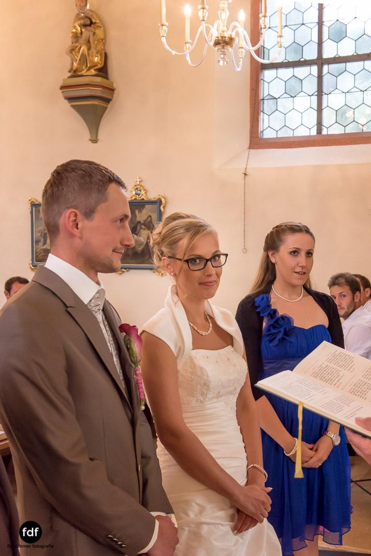 Hochzeit-im-Mai-Reportage-Kirche-602.jpg
