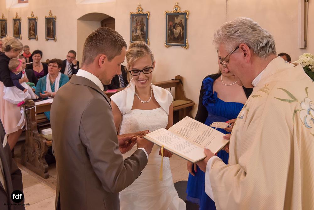 Hochzeit-im-Mai-Reportage-Kirche-607.jpg