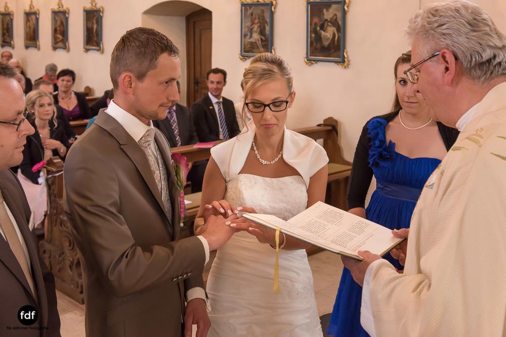 Hochzeit-im-Mai-Reportage-Kirche-617.jpg