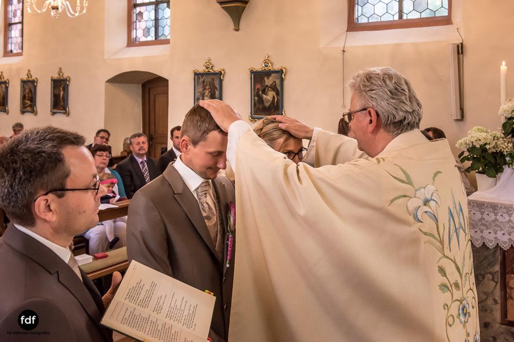 Hochzeit-im-Mai-Reportage-Kirche-636.jpg