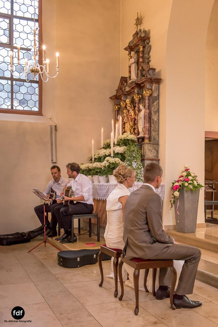 Hochzeit-im-Mai-Reportage-Kirche-642.jpg