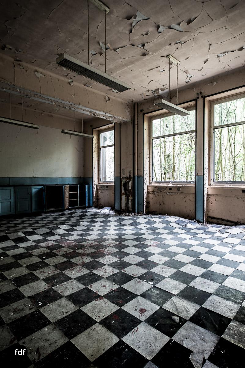 Das Mädchenpensionat-Internat-Schule-Urbex-Lost-Place-Frankreich-1.jpg