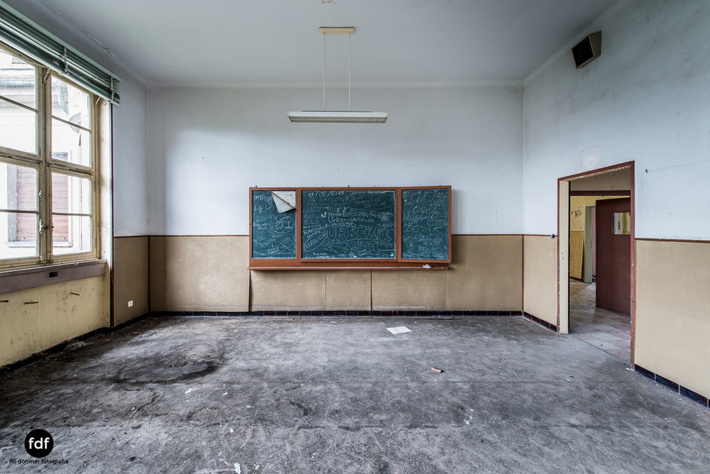 Das Mädchenpensionat-Internat-Schule-Urbex-Lost-Place-Frankreich-4.jpg