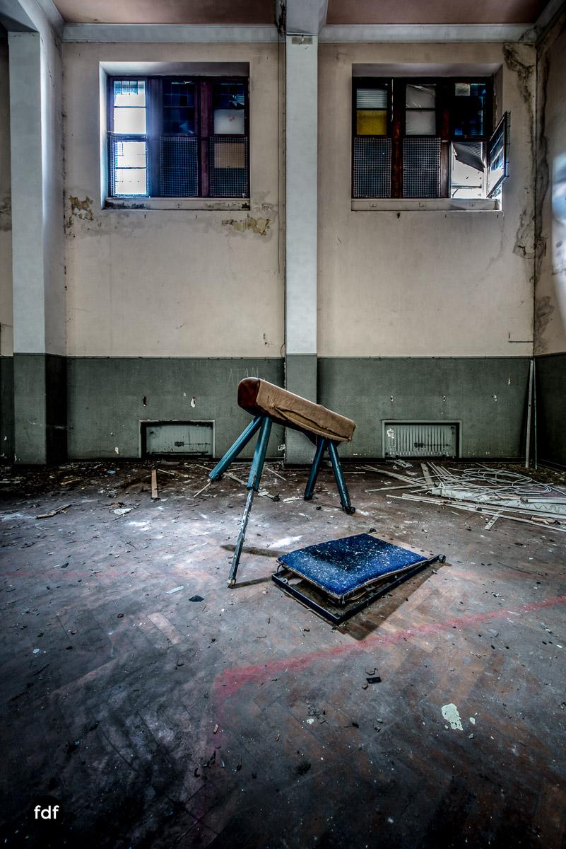 Das Mädchenpensionat-Internat-Schule-Urbex-Lost-Place-Frankreich-13.jpg