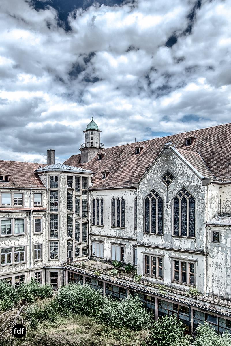 Das Mädchenpensionat-Internat-Schule-Urbex-Lost-Place-Frankreich-12.jpg