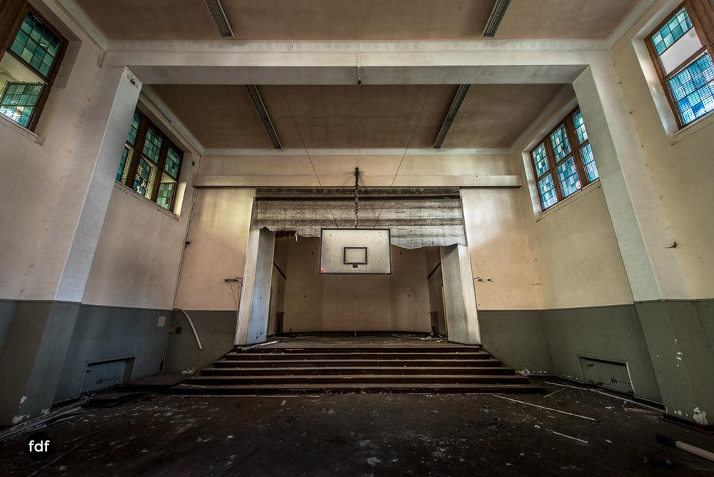 Das Mädchenpensionat-Internat-Schule-Urbex-Lost-Place-Frankreich-14.jpg