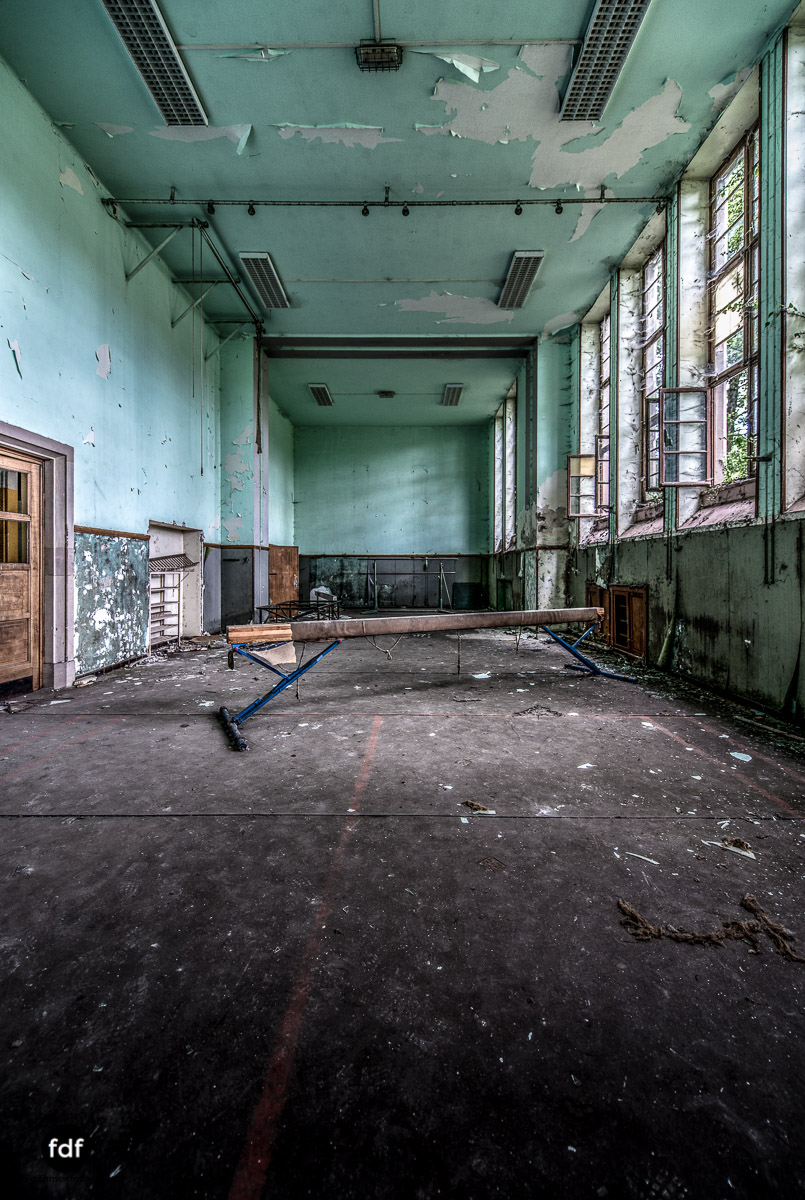 Das Mädchenpensionat-Internat-Schule-Urbex-Lost-Place-Frankreich-18.jpg