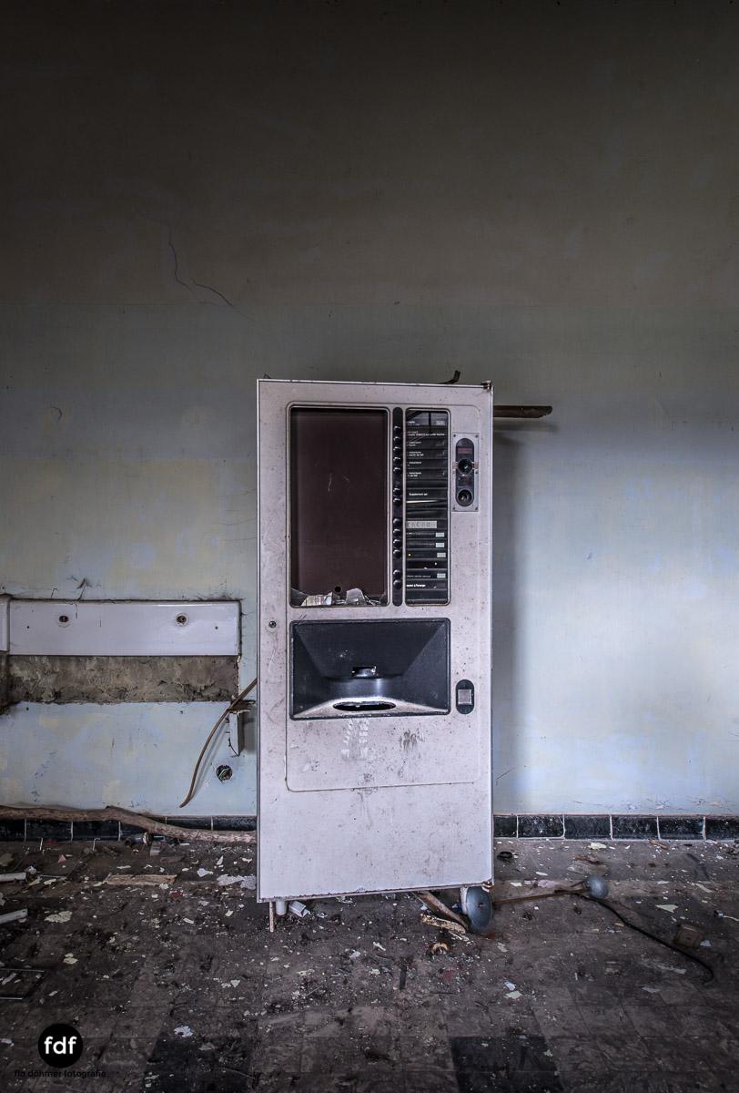 Das Mädchenpensionat-Internat-Schule-Urbex-Lost-Place-Frankreich-19.jpg