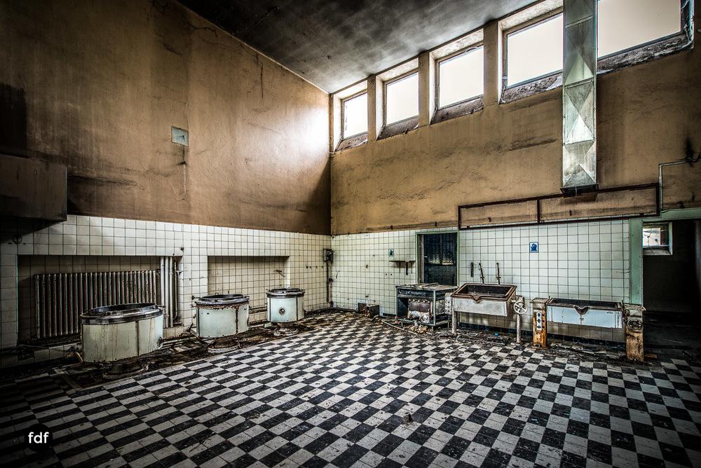Das Mädchenpensionat-Internat-Schule-Urbex-Lost-Place-Frankreich-20.jpg