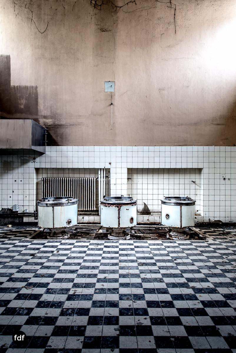 Das Mädchenpensionat-Internat-Schule-Urbex-Lost-Place-Frankreich-22.jpg