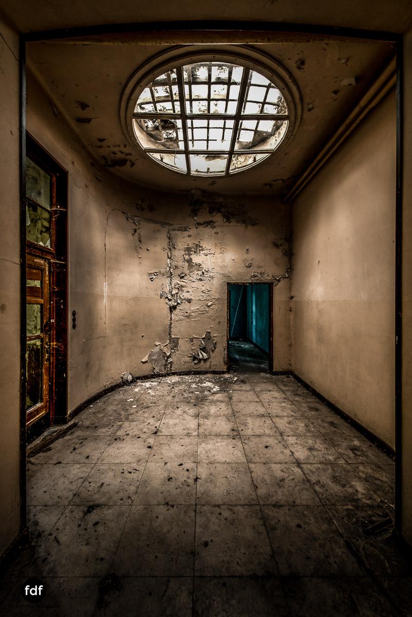 Das Mädchenpensionat-Internat-Schule-Urbex-Lost-Place-Frankreich-24.jpg