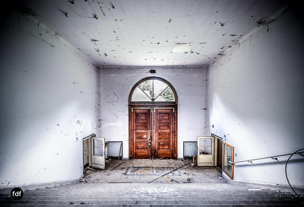 Das Mädchenpensionat-Internat-Schule-Urbex-Lost-Place-Frankreich-28.jpg