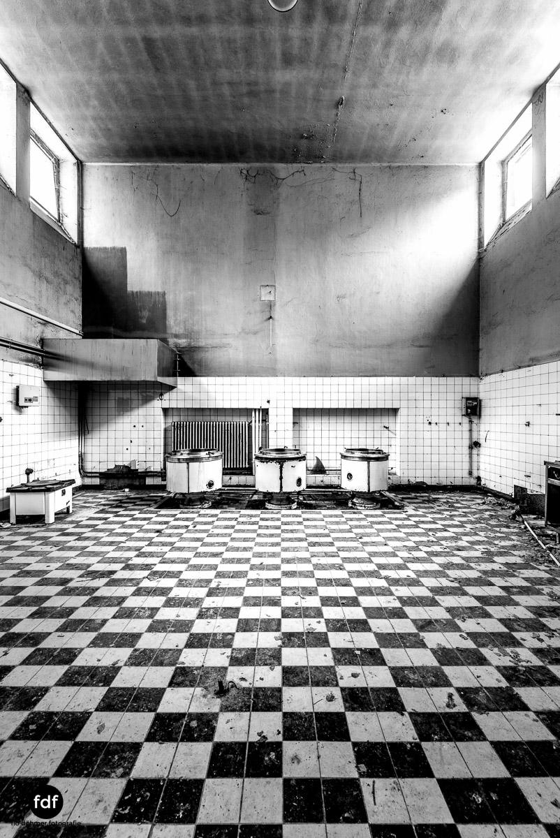 Das Mädchenpensionat-Internat-Schule-Urbex-Lost-Place-Frankreich-100.jpg