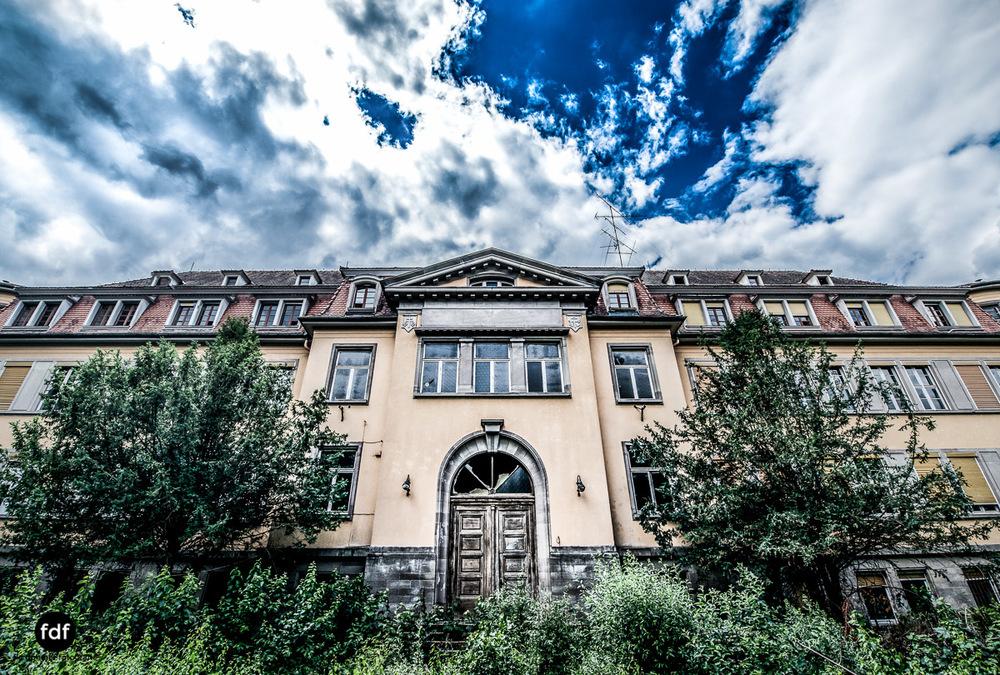 Das Mädchenpensionat-Internat-Schule-Urbex-Lost-Place-Frankreich-101.jpg