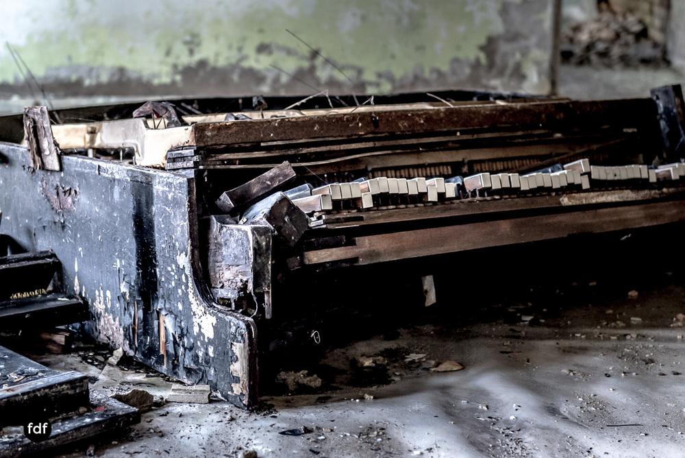 Tschernobyl-Chernobyl-Prypjat-Urbex-Lost-Place-Cafe-Prypjat-Prometheus-Klavierschule-16.jpg