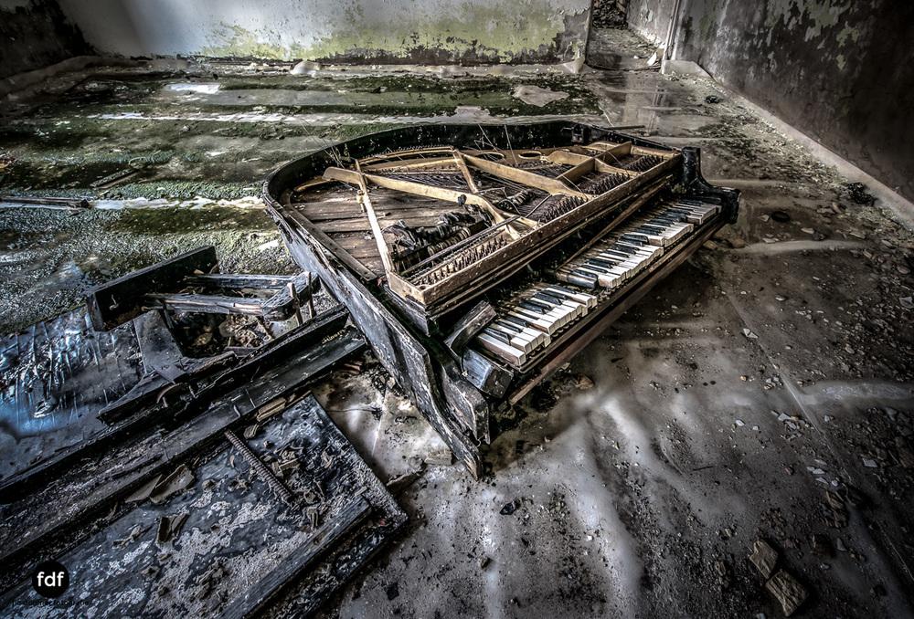Tschernobyl-Chernobyl-Prypjat-Urbex-Lost-Place-Cafe-Prypjat-Prometheus-Klavierschule-20.jpg