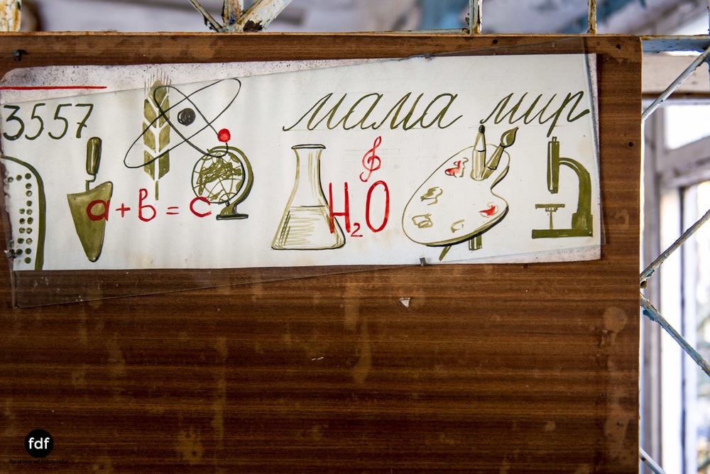 Tschernobyl-Chernobyl-Prypjat-Urbex-Lost-Place-Mittelschule-1.jpg