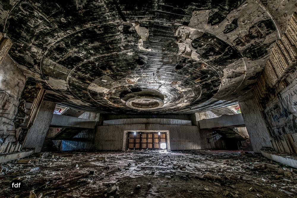 Buzludzha-Monument-Kommunismus-UFO-Shipka-Bulgarien-Lost-Place-912.JPG