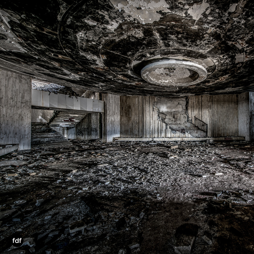 Buzludzha-Monument-Kommunismus-UFO-Shipka-Bulgarien-Lost-Place-908.JPG