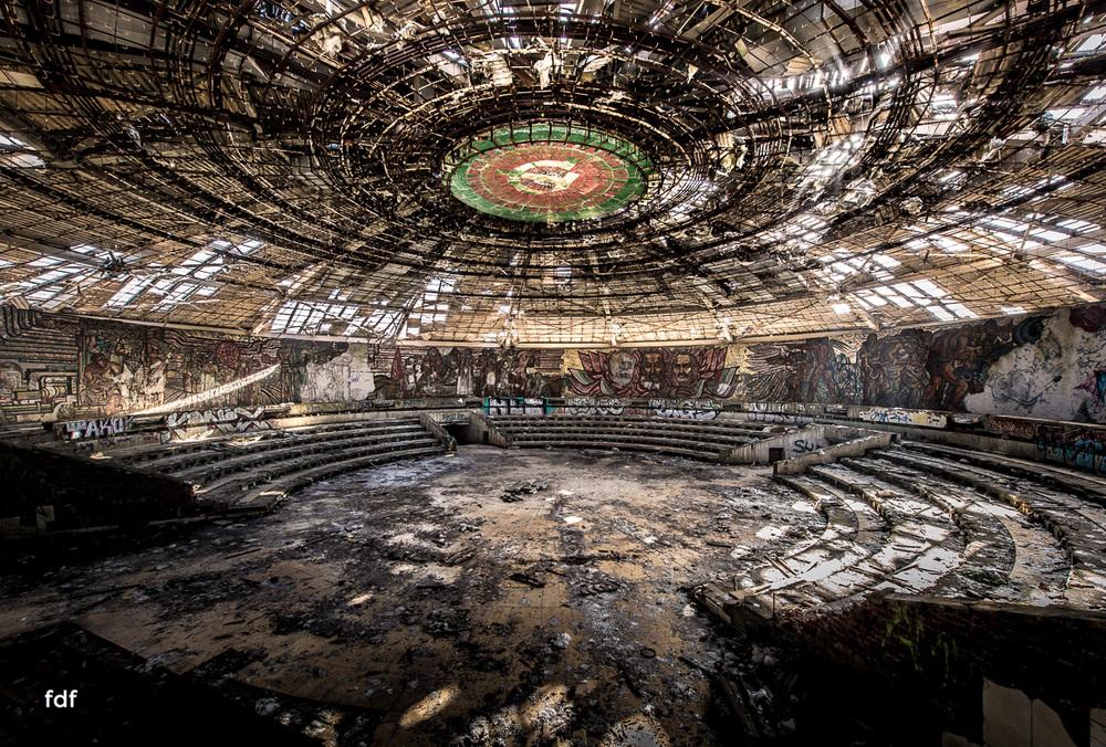 Buzludzha-Monument-Kommunismus-UFO-Shipka-Bulgarien-Lost-Place-918.JPG