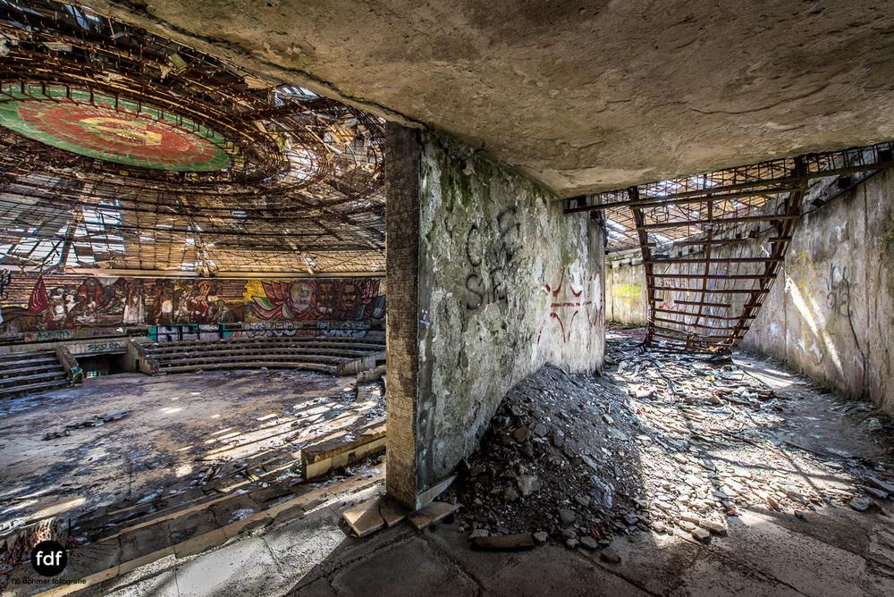 Buzludzha-Monument-Kommunismus-UFO-Shipka-Bulgarien-Lost-Place-995.JPG