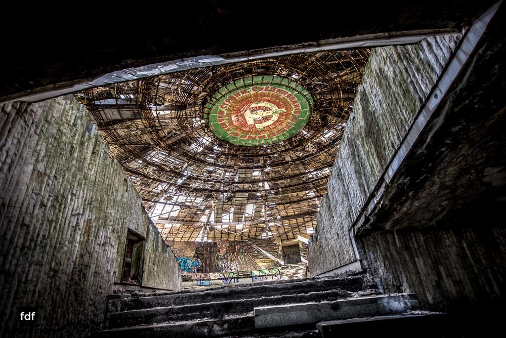 Buzludzha-Monument-Kommunismus-UFO-Shipka-Bulgarien-Lost-Place-1137.JPG
