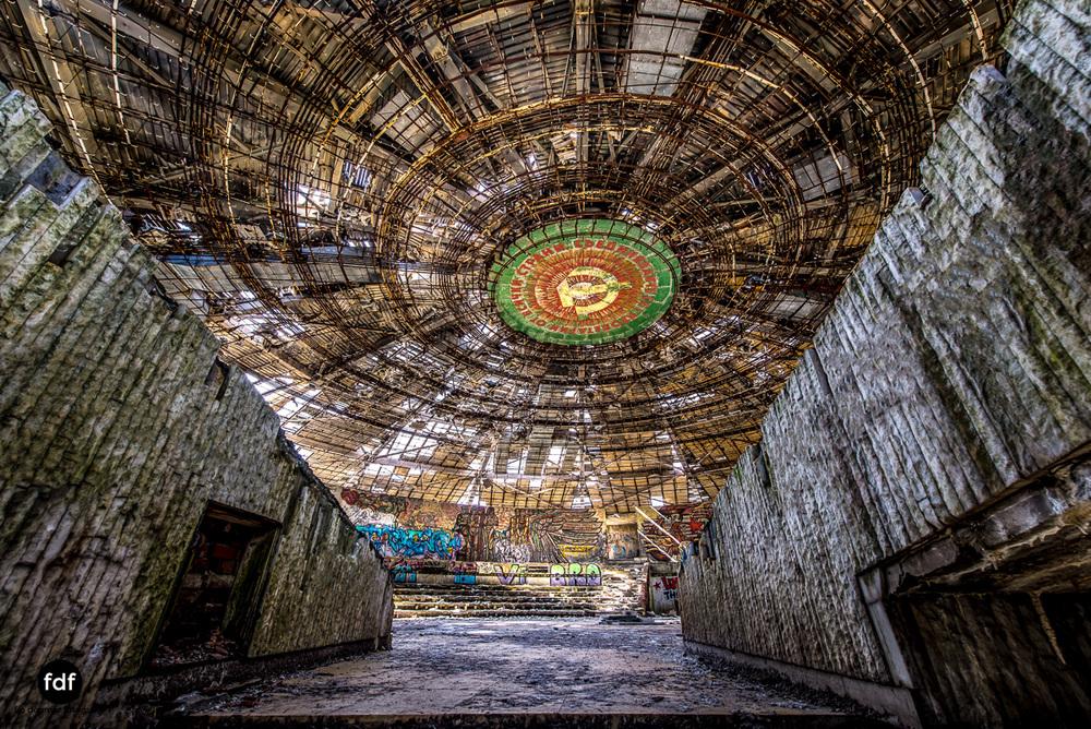 Buzludzha-Monument-Kommunismus-UFO-Shipka-Bulgarien-Lost-Place-1284.JPG