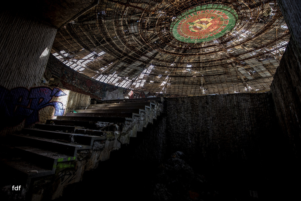 Buzludzha-Monument-Kommunismus-UFO-Shipka-Bulgarien-Lost-Place-1447.JPG