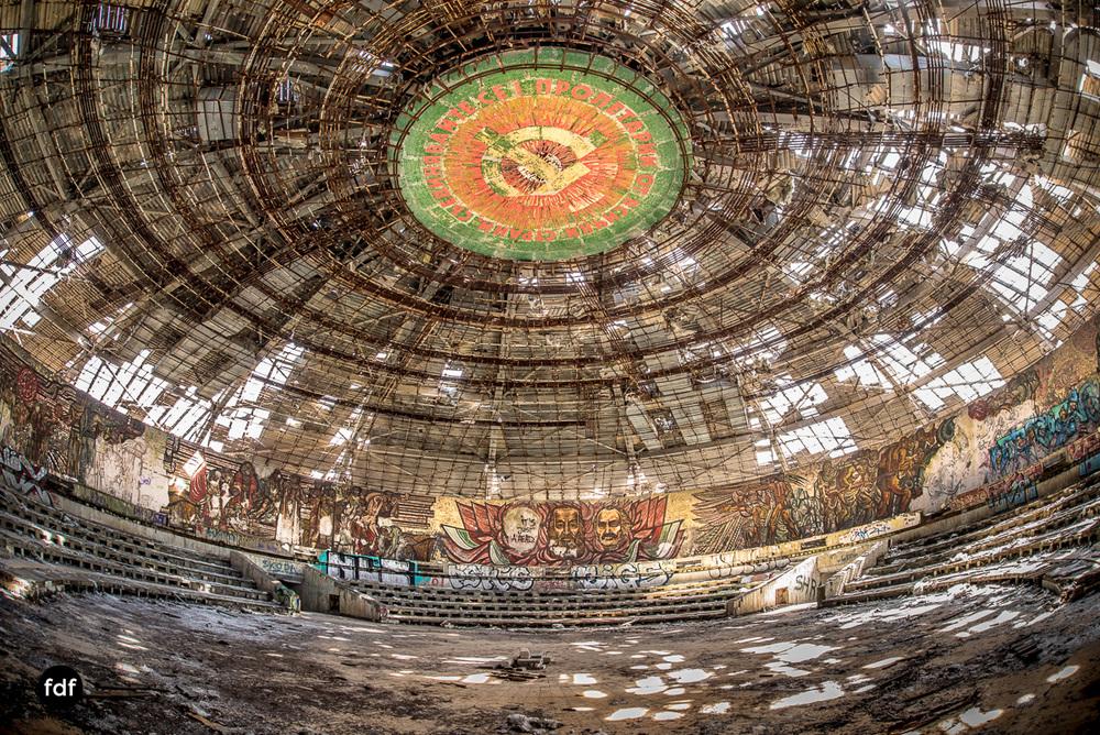 Buzludzha-Monument-Kommunismus-UFO-Shipka-Bulgarien-Lost-Place-1436.JPG
