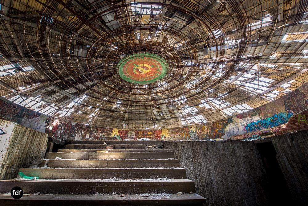 Buzludzha-Monument-Kommunismus-UFO-Shipka-Bulgarien-Lost-Place-1451.JPG